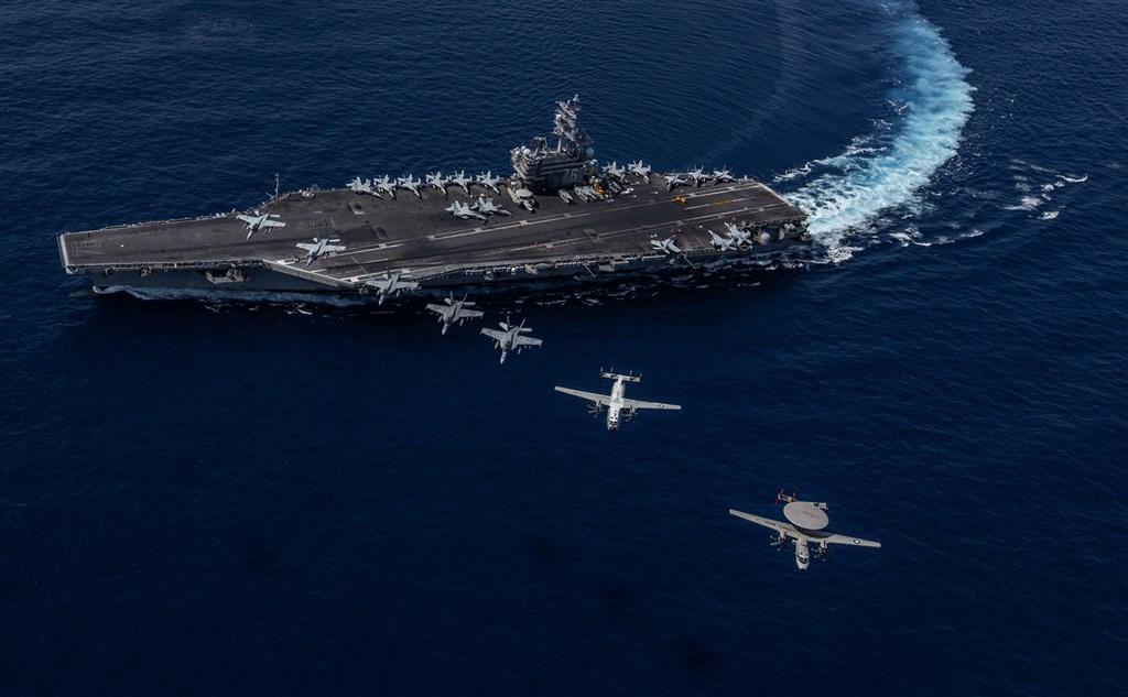 在中國於南海軍演之際,「華爾街日報」披露,航艦雷根號(圖)與尼米茲號也將於4日起舉行美國海軍近年在南海最大規模的演習。(圖取自facebook.com/ussronaldreagan)