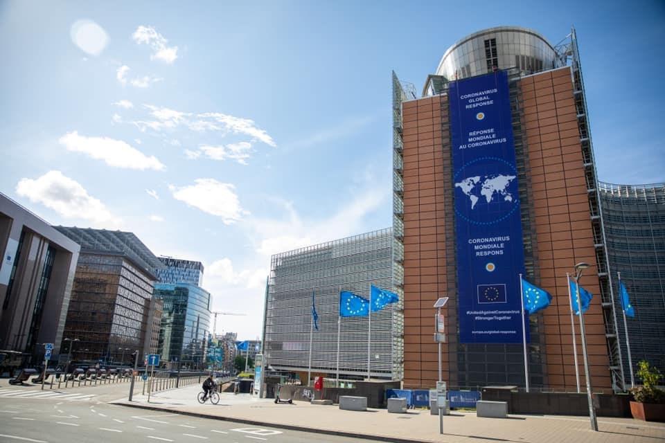 歐盟21日在峰會上達成劃時代協議,協助受疫情重創國家振興經濟,德國智庫學者指出,歐盟共同舉債標記歐盟運作深刻的改變,這也是在英國脫歐後才可能發生。(圖取自facebook.com/EuropeanCommission)