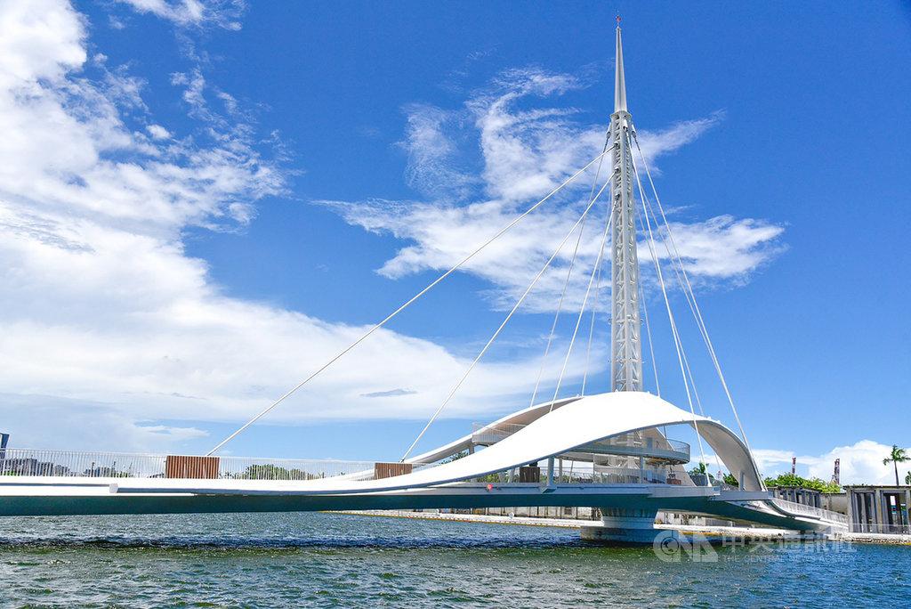 高雄觀光新亮點 全台首座可旋轉大港橋6日啟用 | 地方 | 中央社 CN