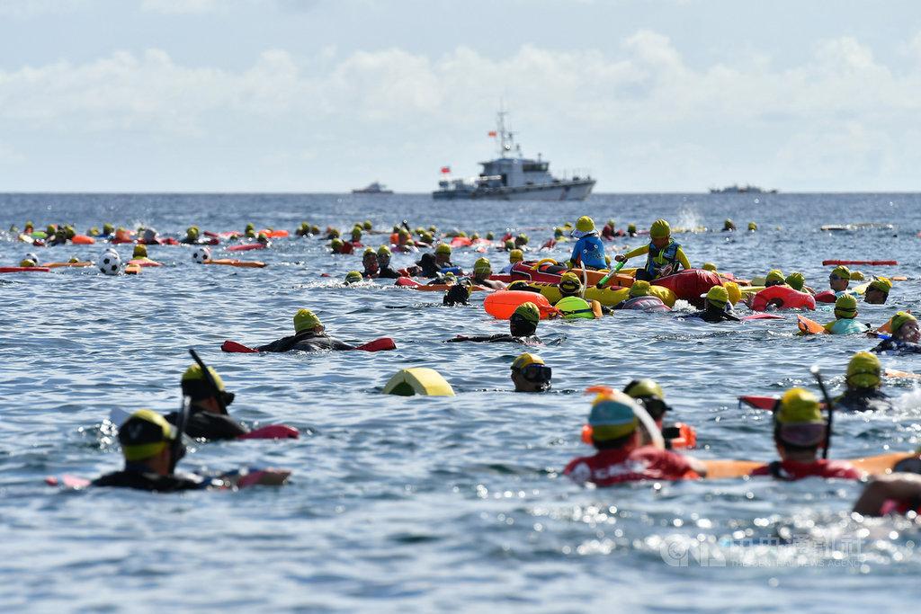 綠島海上長泳登場 與魚兒共游傳達保育觀念 | 地方 | 中央社 CNA