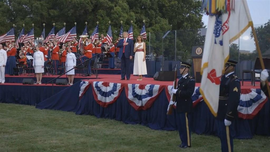 美國總統川普4日在白宮舉行的國慶典禮上宣稱,「美國99%的確診病例無害」。(圖取自twitter.com/WhiteHouse)