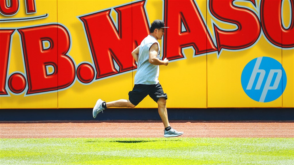紐約洋基日籍投手田中將大4日在集訓時被強襲球擊中頭部送醫,所幸無大礙。(圖取自twitter.com/Yankees)