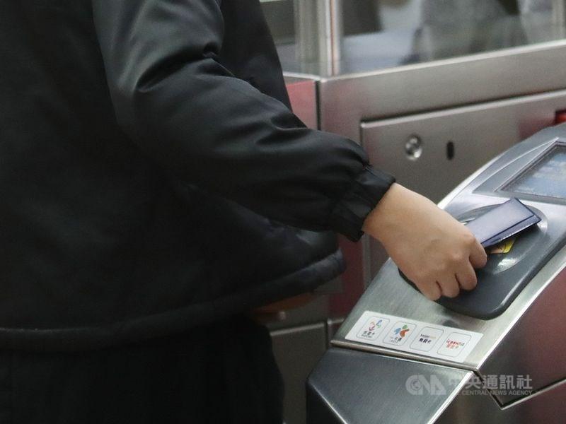國民黨台北市議員王浩21日質詢指出,近5年北捷逃票違規案增逾13倍,又以西門站居冠,要求改善和增加見警率。(中央社檔案照片)