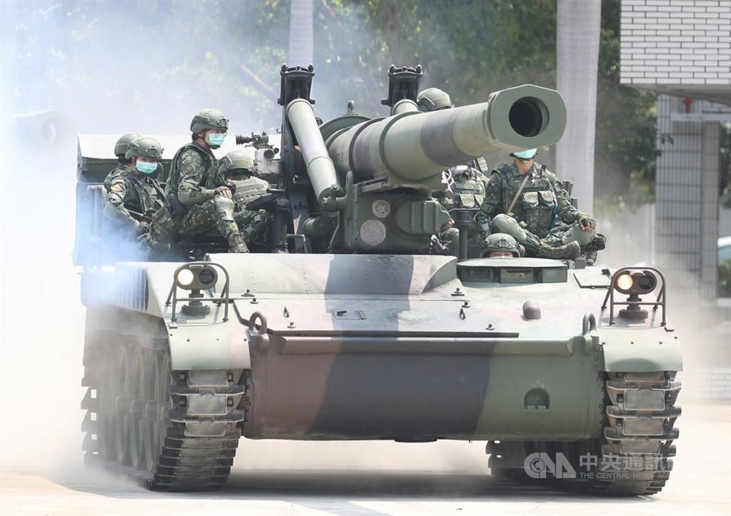 漢光實兵實彈演習定13日至17日舉行,國防部7日晚間發布影片表示,每一天的訓練是國軍的日常。圖為陸軍第8軍團第43指揮部砲1營戰備部隊。中央社記者張新偉攝 109年4月9日