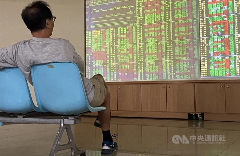 台股7日開高走低,指數終場收跌23.73點,高價股漲跌互見。(中央社檔案照片)