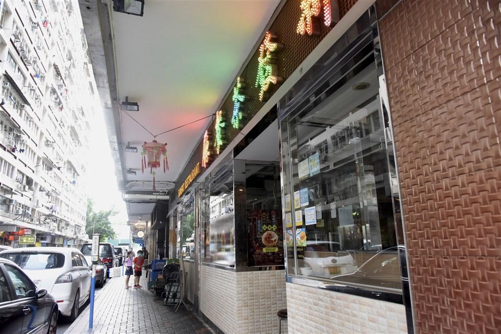 香港衛生防護中心8日宣布新增24例確診,其中3名曾前往位在佐敦的「新發茶餐廳」消費。(中新社提供)