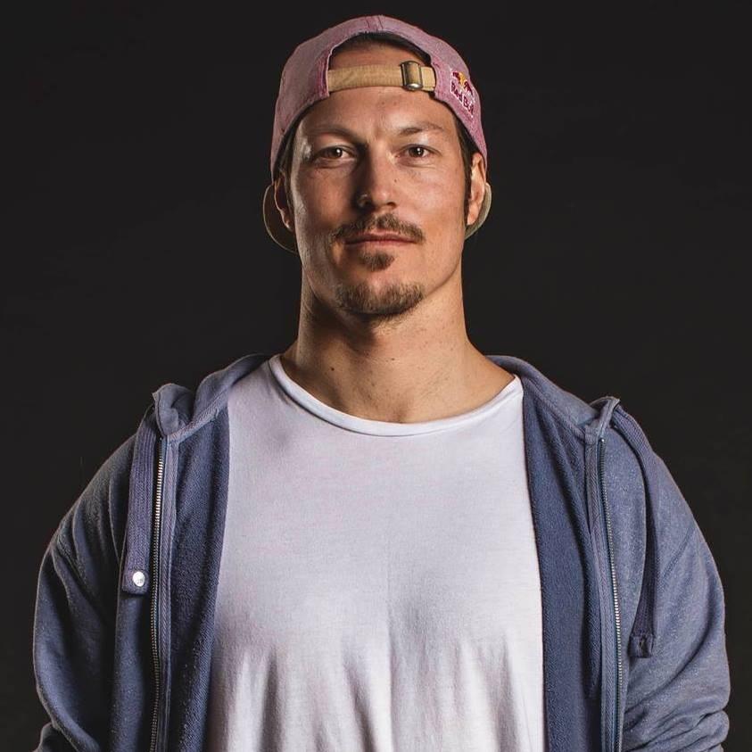 兩度拿下世界單板滑雪錦標賽金牌的澳洲名將普林8日不幸溺水身亡,享年32歲。(圖取自facebook.com/alexchumpypullin)