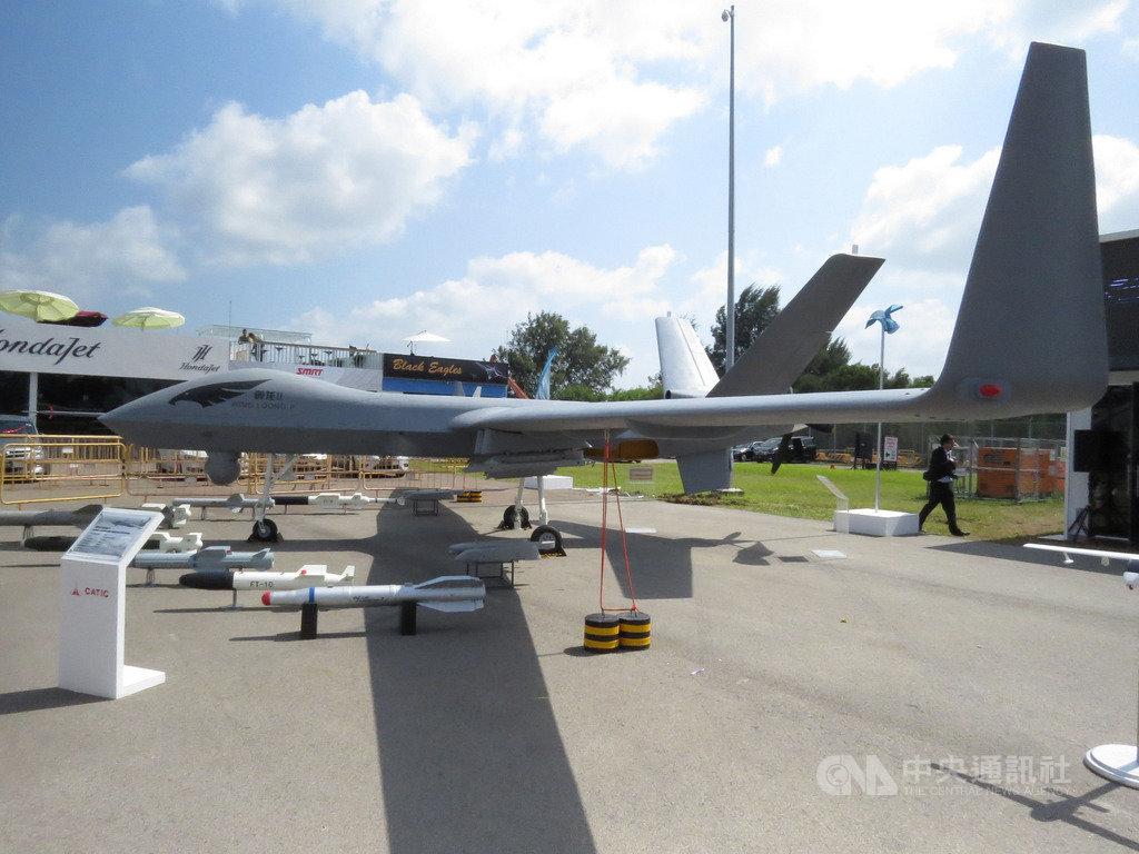 利比亞過去6個月,已有分屬內戰交戰雙方的17架土耳其Bayraktar TB2與8架中國「翼龍II」等大型無人機被毀,儼然成為世界最大規模的無人機大戰。圖為新加坡航展展出的翼龍II無人機。中央社記者陳亦偉攝 109年7月9日
