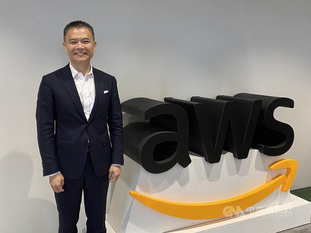 亞馬遜公司旗下雲端服務AWS香港暨台灣總經理王定愷9日受訪表示,台灣電信業5G開台,將加快產業邁向智慧化,雲端運算發展將帶動資料中心相關的資通訊產業成長。中央社記者吳家豪攝 109年7月9日