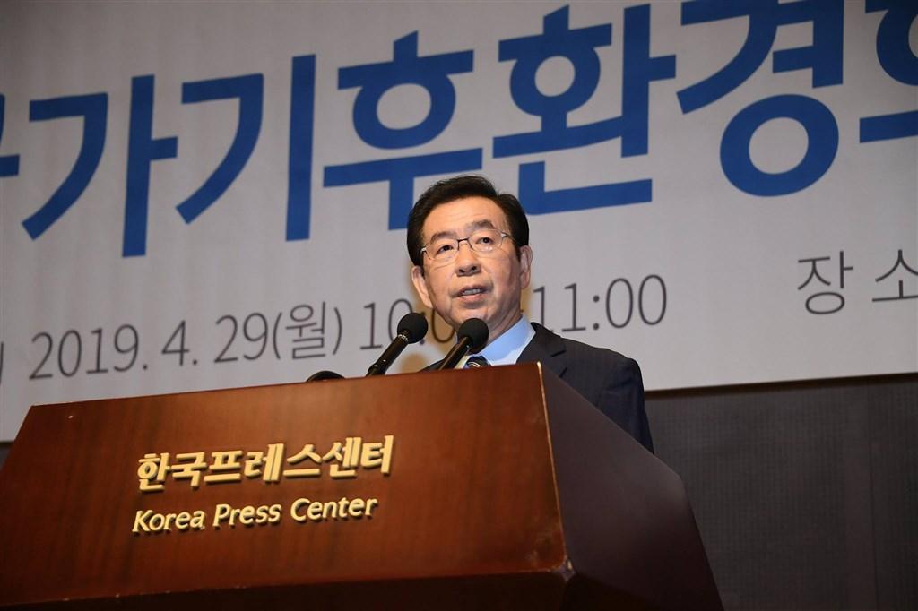 韓國首爾市長朴元淳9日疑似留下遺言後離家,並把手機關機。(圖取自facebook.com/hope2gether)