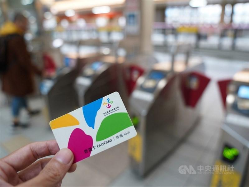 台北市長柯文哲說有民眾把北捷1280月票搭到破萬元。台北市公運處表示,這名個案平均每天使用超過30次,尚無違反1280月票使用規定,目前沒有計畫調查使用者搭車目的。(示意圖/中央社檔案照片)