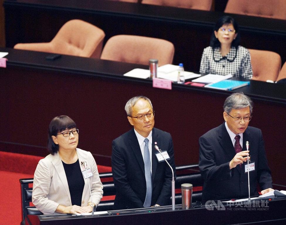 立法院9日上午進行考試委員被提名人陳錦生(前右起)、吳新興、王秀紅、楊雅惠(後右)審查會;談及對未來考試院的看法,幾位試委被提名人認為,考試院如何轉型,尊重立法院和民意的決定。中央社記者施宗暉攝  109年7月9日