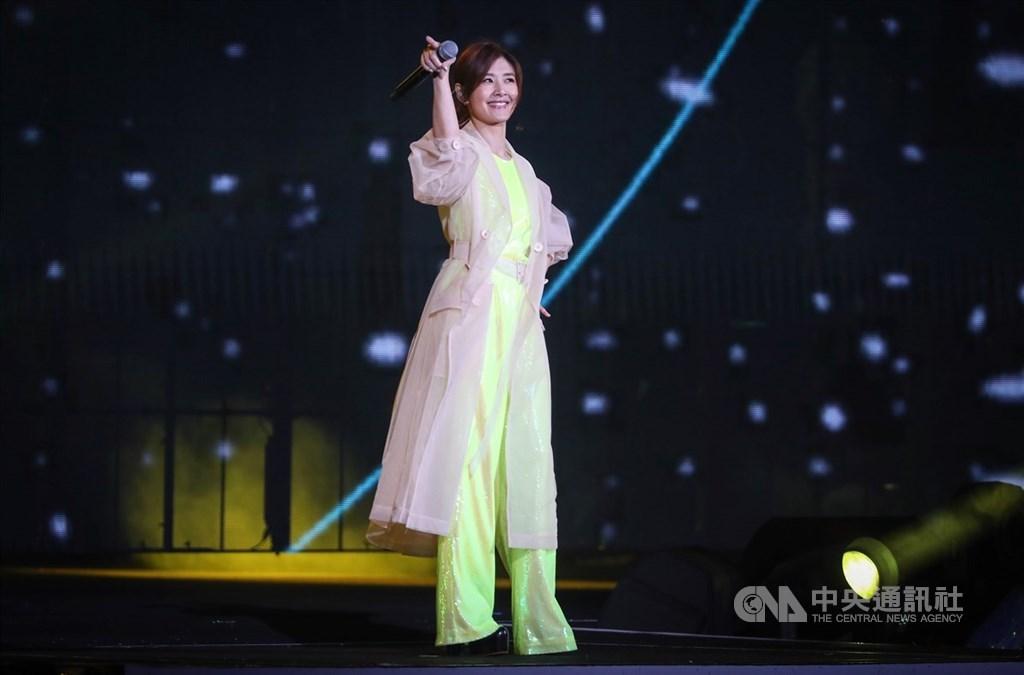歌手蘇慧倫出道30年,可望成為首名在台北流行音樂中心開唱的歌手。圖為2019年12月31日蘇慧倫在「台北最High新年城–2020跨年晚會」登台獻唱。(中央社檔案照片)