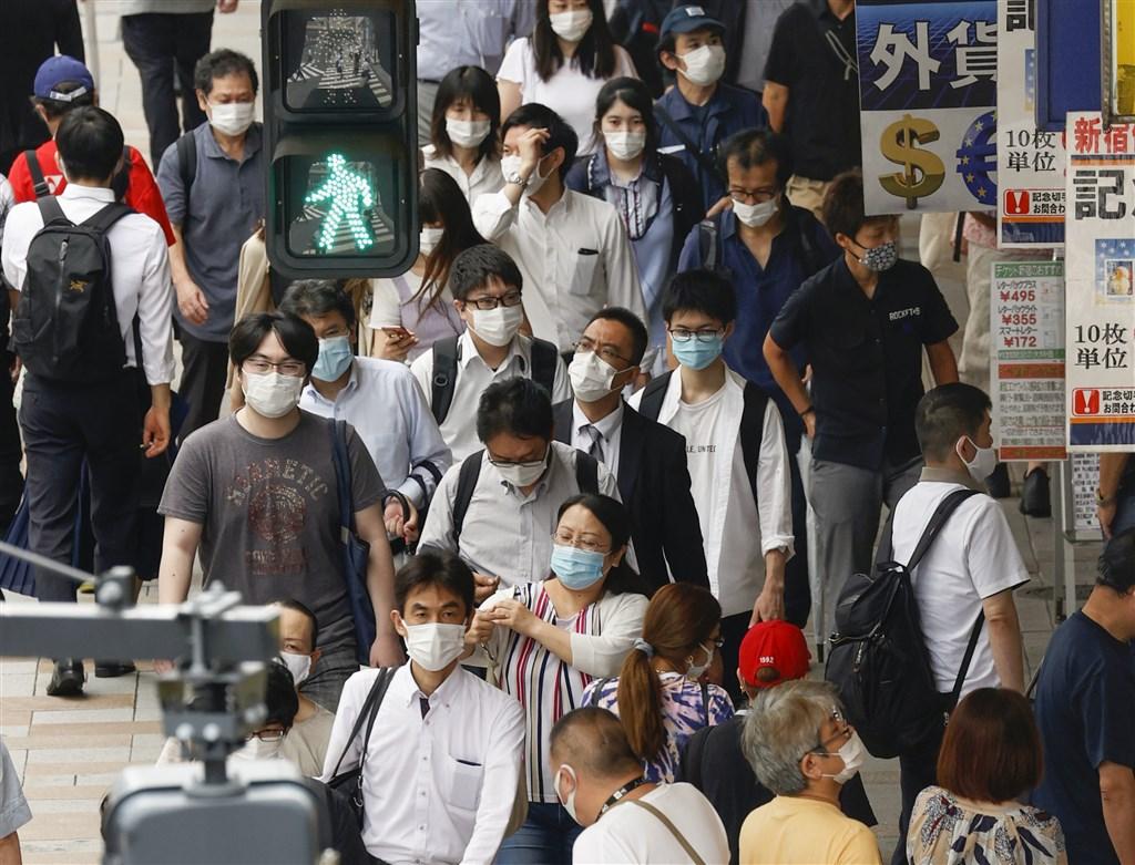日本東京都2019冠狀病毒疾病疫情持續升溫,10日單日新增243例再創新高紀錄。(共同社提供)