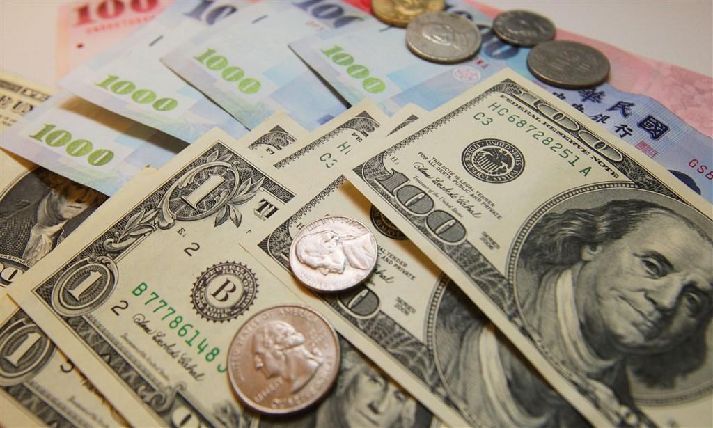 台北外匯市場新台幣兌美元10日收盤收29.613元,貶3.2分。(中央社檔案照片)