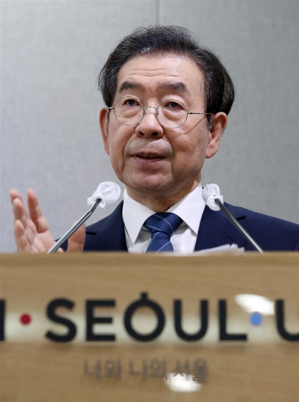 韓國首爾市長朴元淳9日失聯,被尋獲後仍告不治,享壽64歲。家屬10日公開遺書內容,他表示「對所有人感到很抱歉」,但未提及輕生原因。(檔案照片/韓聯社提供)