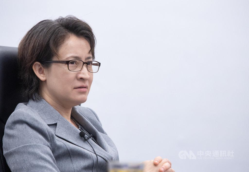 現任國家安全會議諮詢委員蕭美琴7月下旬即將赴任駐美代表,她10日接受中央社專訪時表示,台灣當然選擇與堅定支持台灣、協助保護台灣安全的美國站在一起,確保成為美國「值得信賴的夥伴」。中央社記者謝佳璋攝 109年7月11日