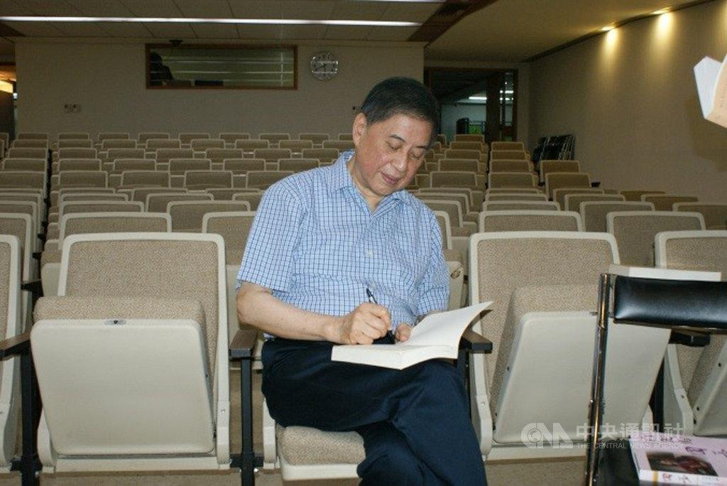 作家白先勇贈送國家圖書館12篇手稿,包括3篇關於台灣文學現代主義的論述、「牡丹亭」在歐洲巡迴演出的記憶、文化教育的感想等。(國圖提供)中央社記者陳至中台北傳真 109年7月11日