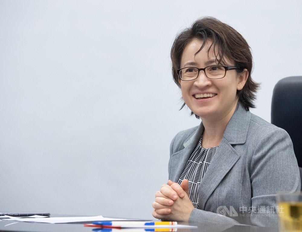 台灣首位女性駐美代表蕭美琴希望藉由文化、體育、美食等「軟性」外交,提升台美關係,她也說明駐美工作的最終目標,就是讓台灣人可以身為「台灣人」為榮。中央社記者謝佳璋攝 109年7月12日