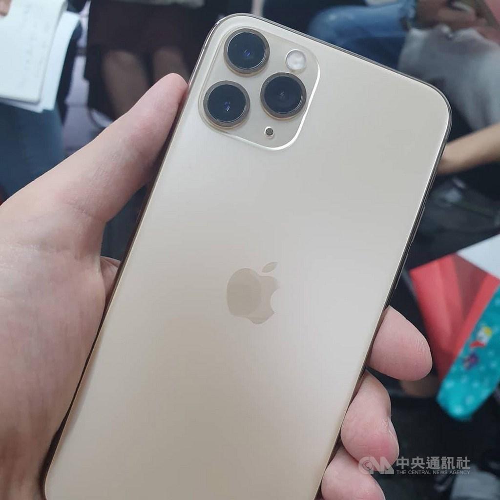 投顧法人推估,具備5G功能的iPhone 2020年下半年出貨量將達到7000萬台,低於2019年下半年iPhone 11系列(圖)出貨量7800萬台。(中央社檔案照片)