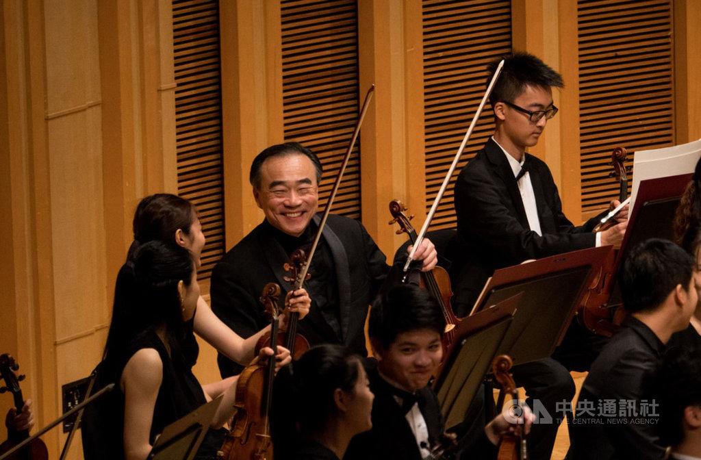 知名小提琴家林昭亮(左3)舉辦的第二屆台北大師星秀音樂節將在8月如期舉行,持續為台灣音樂學子充電。(台北大師星秀音樂節提供)中央社記者趙靜瑜傳真 109年7月12日
