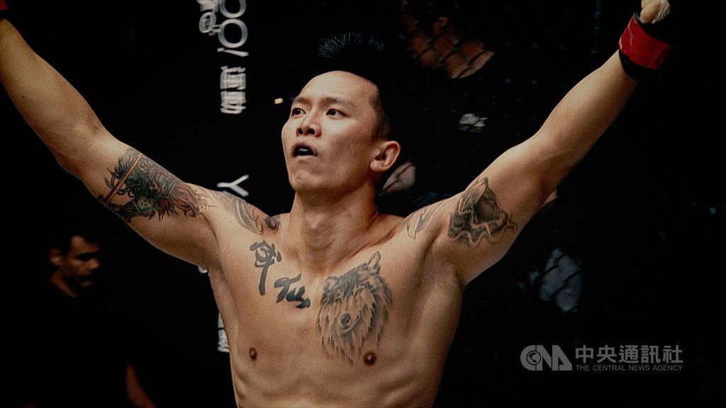 電影「逆者」是台灣首部職業綜合格鬥紀錄片,由印尼導演陳文良歷時7年製作,講述格鬥家黃育仁(圖)奮鬥的心路歷程。(翰森娛樂提供)中央社記者葉冠吟傳真 109年7月12日