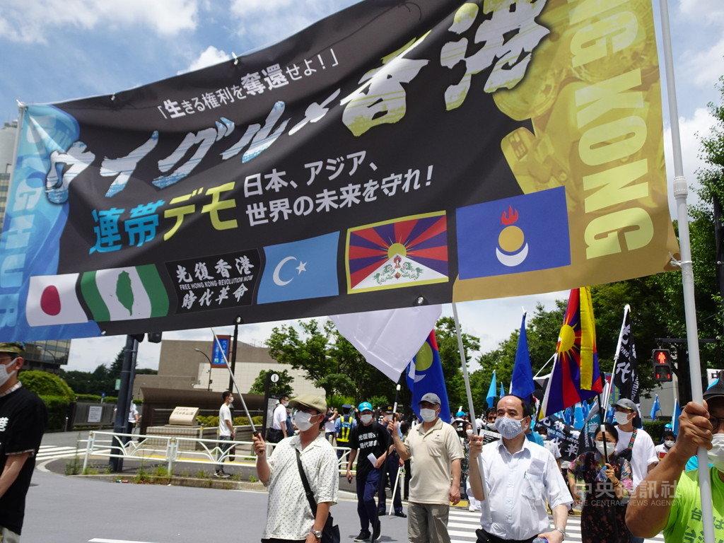 在日本的香港人、維吾爾人12日於東京舉行反中國共產黨的聯合大遊行,有日本民間團體負責人呼籲台日聯手抗中,支持香港、維吾爾人。中央社記者楊明珠東京攝 109年7月12日
