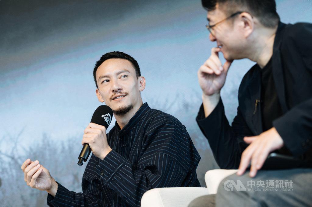 演員張震(左)透露,當初拍導演侯孝賢作品「最好的時光」時,劇本只有一張紙,讓他印象深刻。(金馬執委會提供)中央社記者葉冠吟傳真  109年7月13日