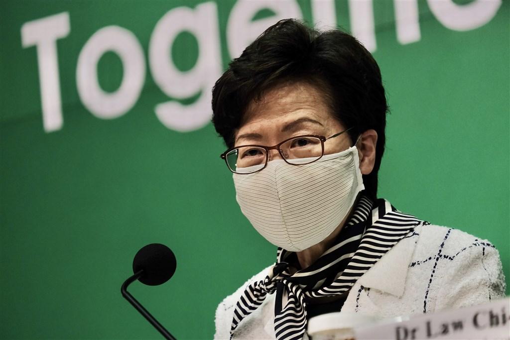 香港行政長官林鄭月娥13日晚間指稱,泛民主派舉行的立法會議員選舉初選,或許構成「港區國安法」法條中的罪行。(中新社提供)