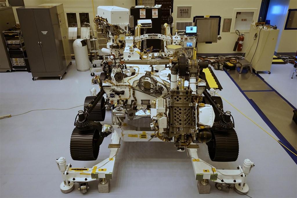 美國國家航空暨太空總署將於7月30日發射最先進火星探測車「毅力號」,前進35億年前曾為河流三角洲的區塊,探尋古微生物的遺跡。(圖取自twitter.com/NASAPersevere)