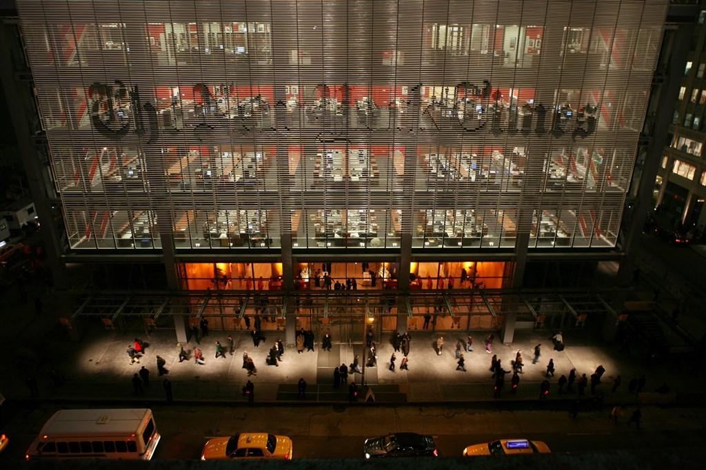 「紐約時報」15日表示,由於北京對香港實施國安法,將把數位新聞中心從香港移到韓國。圖為位在美國的紐約時報大樓。(圖取自紐約時報中文網facebook.com/nytimeschinese.t)