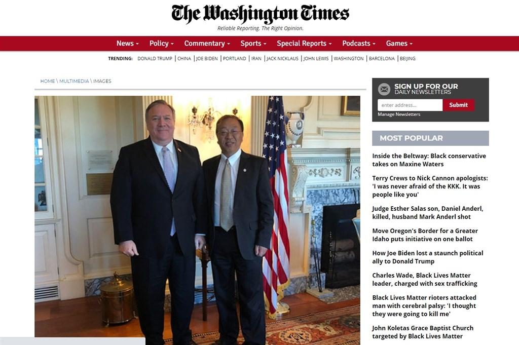 出身中國、親歷文革的余茂春(右)是川普政府對華政策的重要推手,深受國務卿蓬佩奧(左)的倚重。(圖取自華盛頓郵報網頁washingtontimes.com)