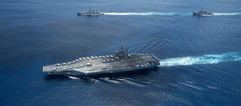 值印度與中國邊境緊張及中美對抗等最新局勢,印度與美國海軍20日舉行海上聯合軍演。印度媒體報導,這是對中國近期軍事擴張發出強烈的戰略反制訊號。(圖取自facebook.com/cvn68)