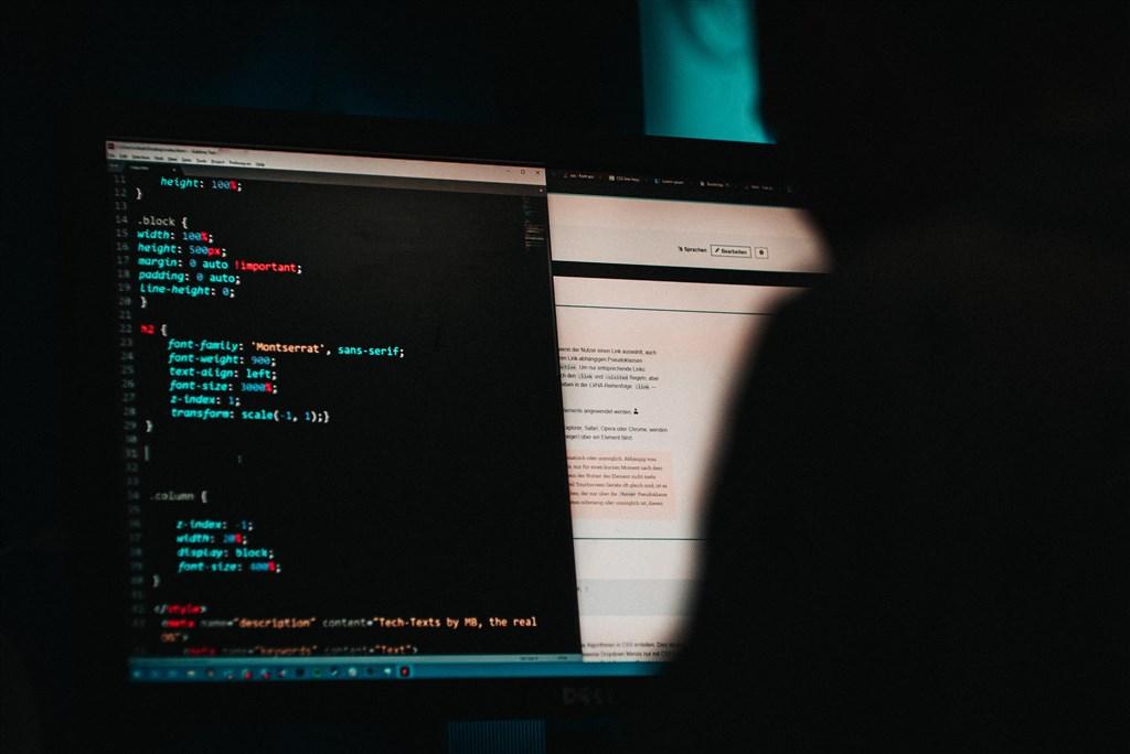 美國當局指出,中國公民李曉宇及董佳志參與為期多年的網路間諜行動,竊取武器設計、藥品資訊、軟體原始碼及其他事物。(示意圖/圖取自Unsplash圖庫)
