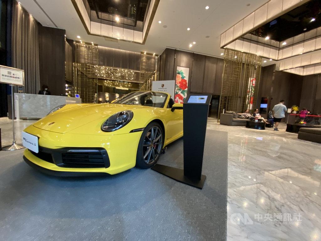 新北市板橋凱撒大飯店攜手豪華車品牌保時捷(Porsche)推出住房專案,旅客入住即可免費試乘。中央社記者余曉涵攝  109年7月24日