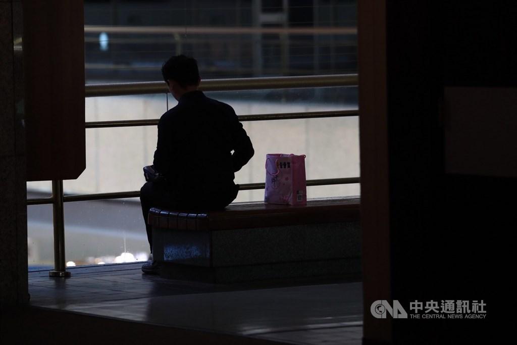 勞動部24日公布最新減班休息(無薪假)統計,實施人數2萬49人,新增360人,新增家數20家。(中央社檔案照片)