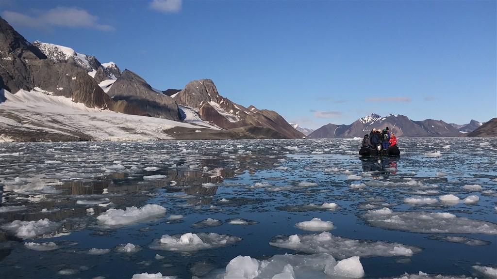 位於北極圈內的斯瓦巴群島氣溫25日創下歷史新高,來到攝氏21.7度。(圖取自Unsplash圖庫)