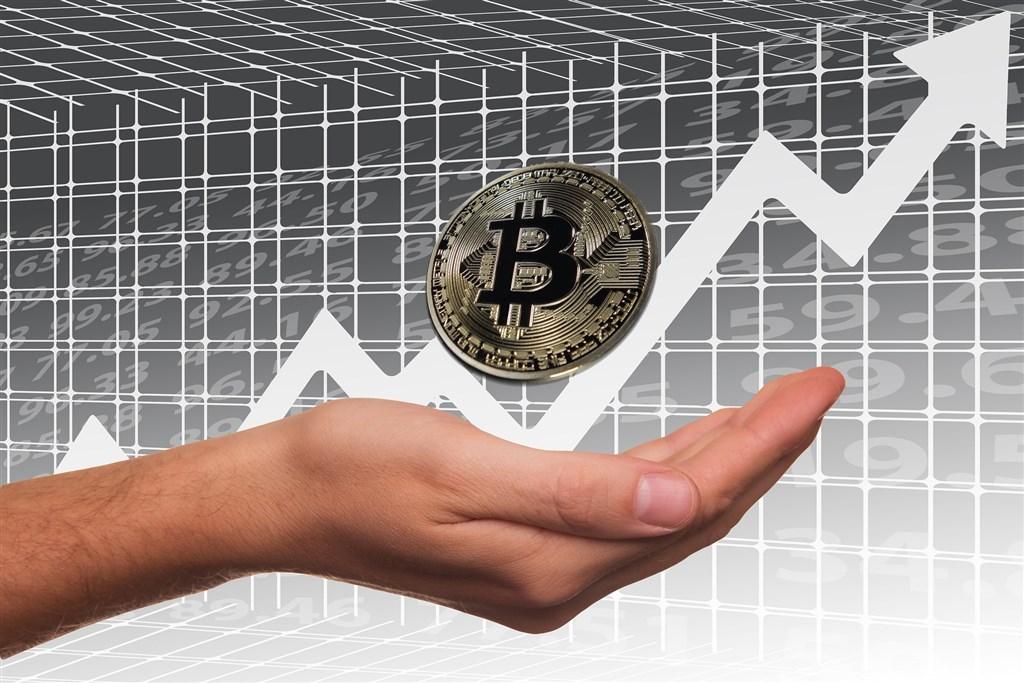 虛擬貨幣比特幣26日漲破1萬美元,為6月初以來首見。(示意圖/圖取自Pixabay圖庫)
