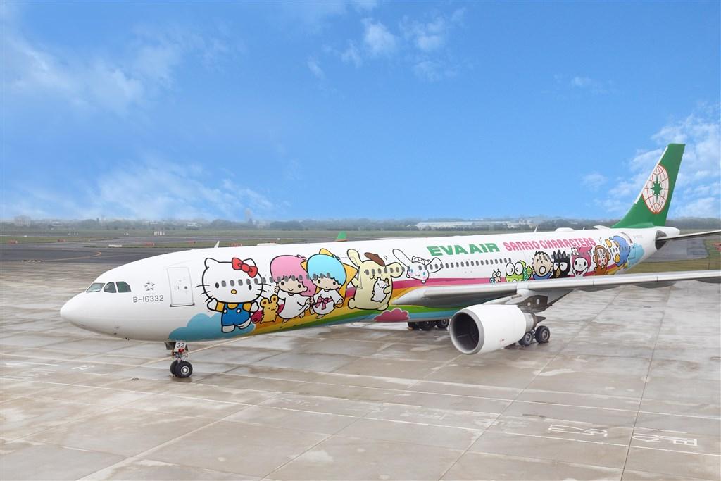 民航局29日核准長榮航空申請8月8日飛行類出國航班,由Hello Kitty彩繪機執飛。(長榮航空提供)