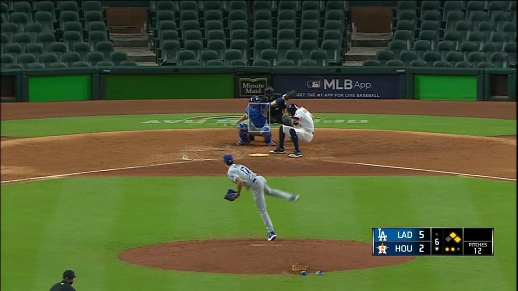 美國職棒28日爆發「清空板凳」衝突場面,大聯盟29日罰洛杉磯道奇隊投手凱利禁賽8場,引來處罰過重的聲音,爭議在於他投的球並未砸到休士頓太空人隊打者。(圖取自MLB YouTube頻道網頁youtube.com)