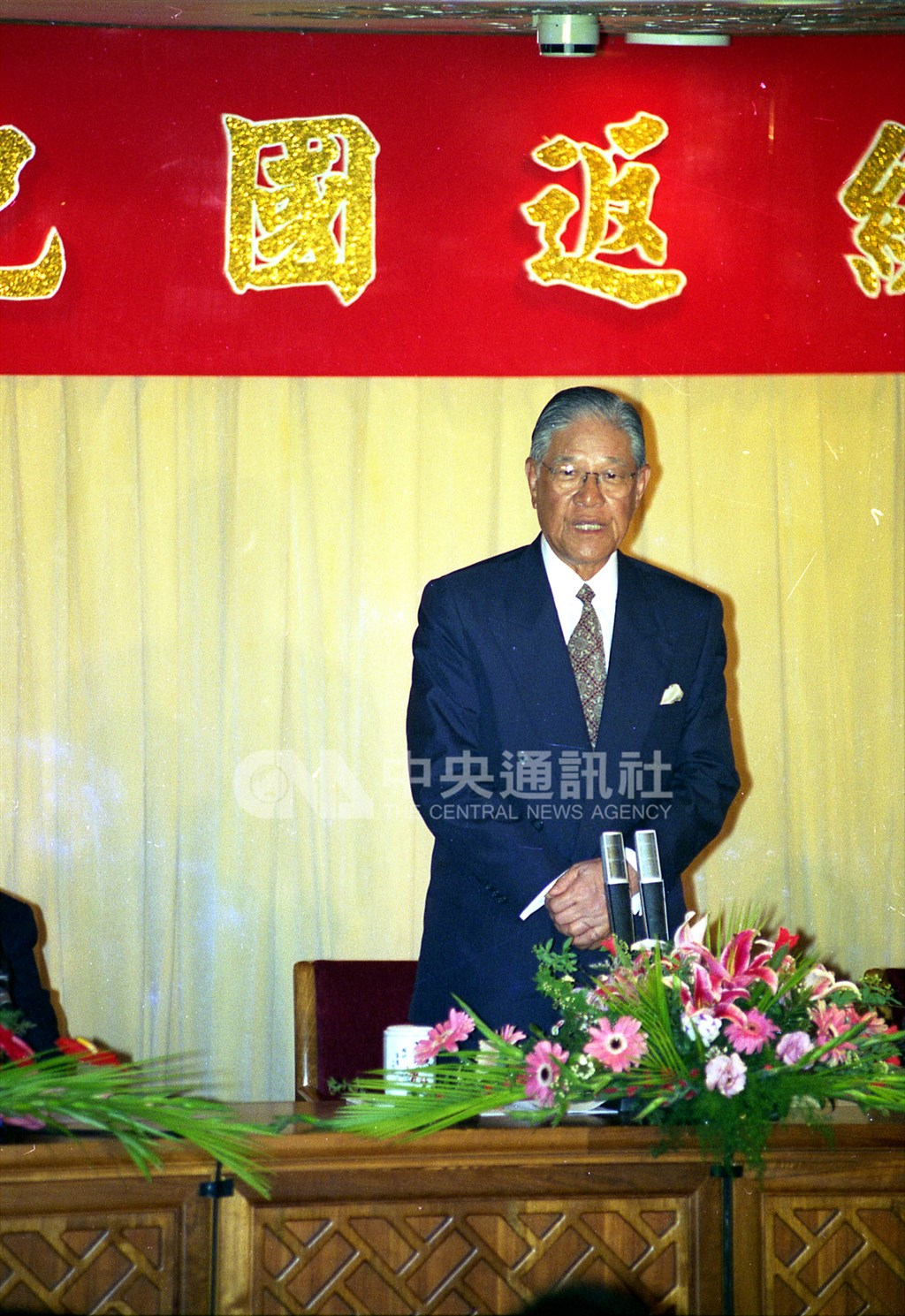 前總統李登輝1994年2月春節借「度假外交」成功訪問菲律賓、印尼與泰國,並在返國記者會說:「中華民國在台灣必須要發展,中華民國可說是中國分裂中的一個國家。」(中央社檔案照片)