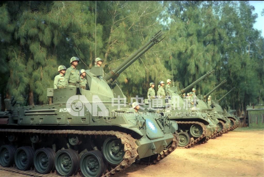 為了影響台灣首次總統直選,中共於1996年3月8日到25日期間進行飛彈試射演習,金門陸軍防空砲兵部隊全面加強戰備,嚴防突發狀況。(中央社檔案照片)