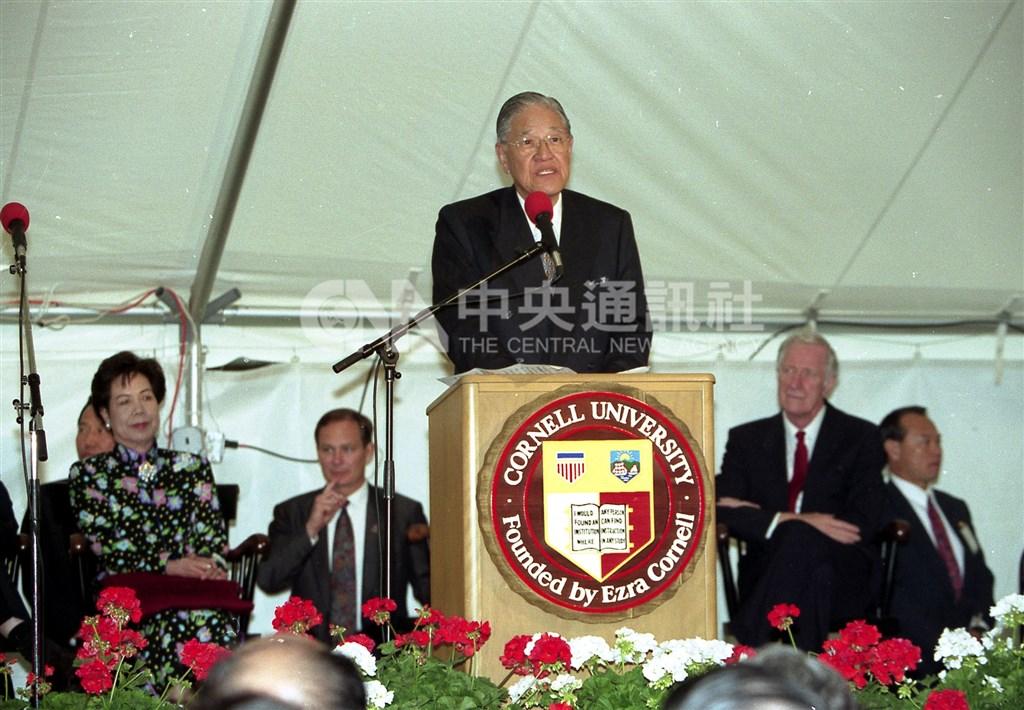 前總統李登輝1995年返抵母校康乃爾大學演講。(中央社檔案照片)