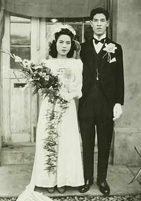 前總統李登輝(右)從台灣大學農業經濟學系畢業後不久,與淡水地主之女曾文惠(左)相親結婚。(圖取自維基共享資源,版權屬公眾領域)