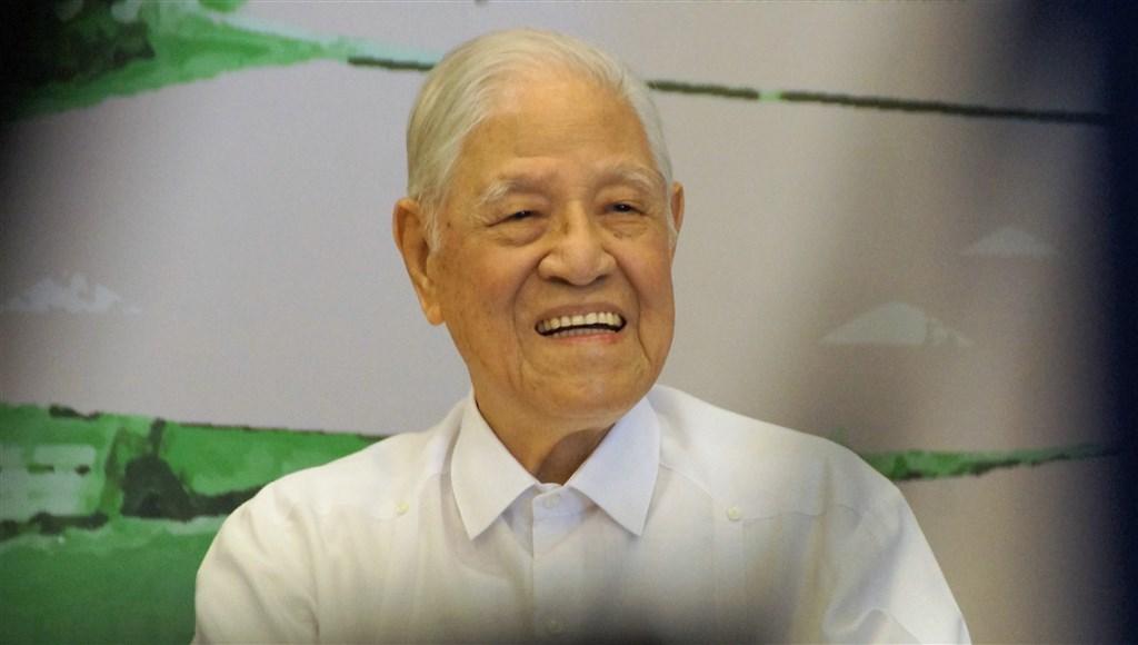 前總統李登輝(圖)2月8日進食時嗆咳住進北榮,9天後就陷入昏迷,但只要播出曾孫女的錄音、錄影檔,他仍會有反應。(中央社檔案照片)