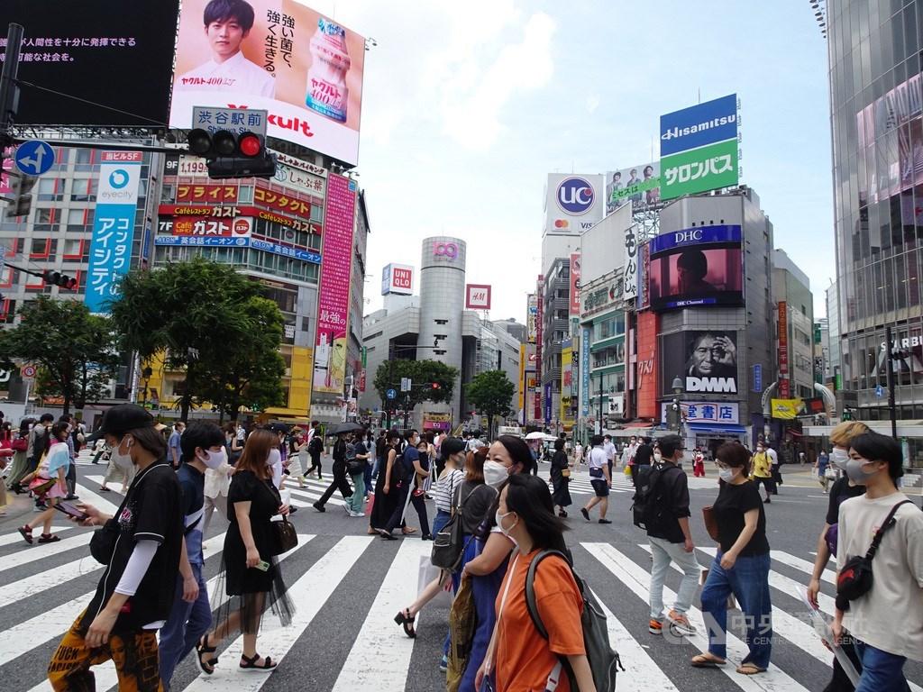 日本東京都知事小池百合子31日警告,如果2019冠狀病毒疾病疫情進一步惡化,可能宣布緊急狀態。圖為12日東京澀谷。中央社記者楊明珠東京攝 109年7月17日