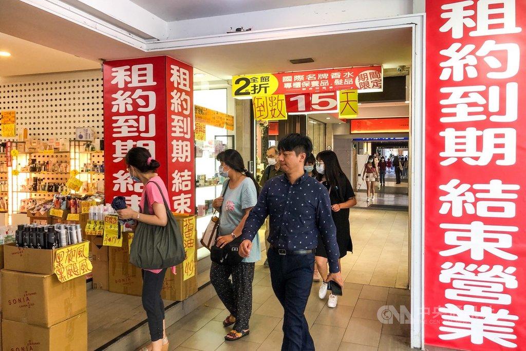 武漢肺炎疫情衝擊超乎預期,主計總處31日發布今年第2季經濟成長率概估統計為-0.73%;上一次負成長為2016年第1季。中央社記者吳家昇攝 109年7月31日