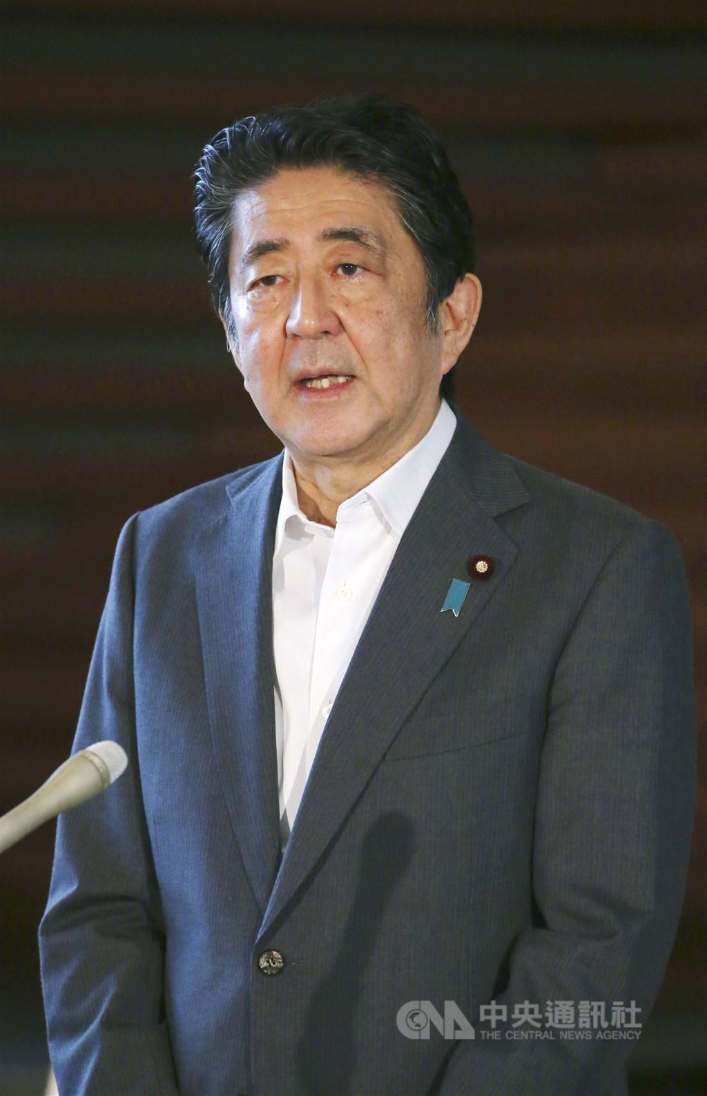 日本首相安倍晉三31日在首相官邸對媒體表示,對於前總統李登輝的辭世感到痛惜。(共同社)