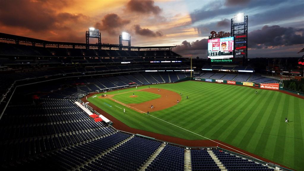 美國職棒大聯盟MLB費城費城人隊30日宣布,隊中兩名職員感染武漢肺炎,本週末對多倫多藍鳥隊的系列賽已延期。(圖取自twitter.com/Phillies)