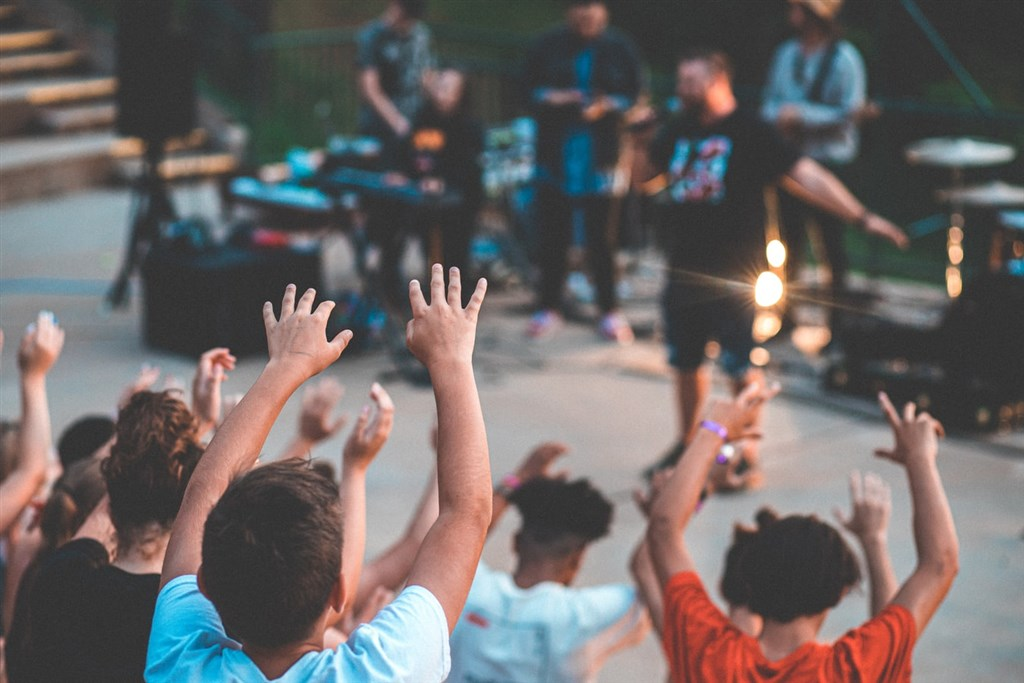 美國疾病管制暨預防中心31日表示,喬治亞州數百名兒童上月參加夏令營時感染武漢肺炎。(示意圖/圖取自Unsplash圖庫)